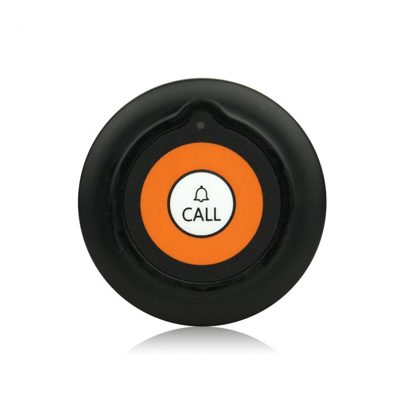 przywoływanie kelnera jest możliwe dzięki temu czarnemu przyciskowi, widać  pomarańczowe koło w środku i biały napis call